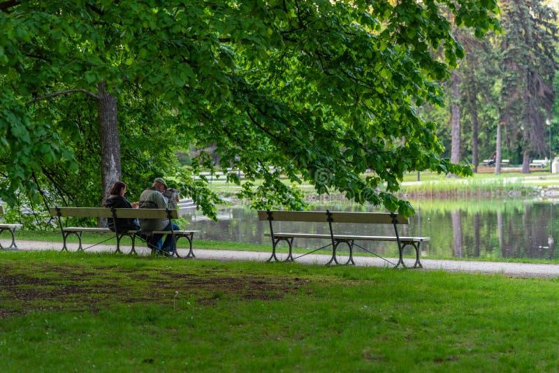 O parque Ujazdowski ? um dos parques os mais pitorescos de Vars?via, Pol?nia fotografia de stock