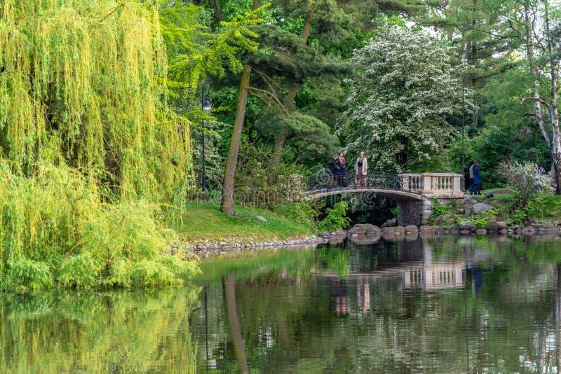 O parque Ujazdowski ? um dos parques os mais pitorescos de Vars?via, Pol?nia fotos de stock royalty free