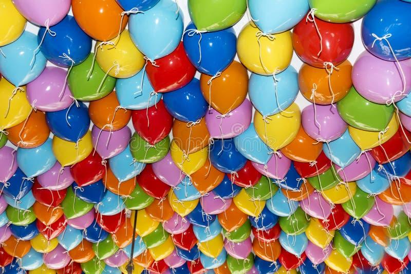 O partido colorido balloons o fundo fotos de stock