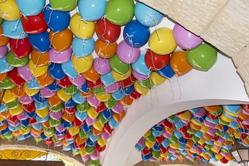 O partido colorido balloons o fundo fotografia de stock