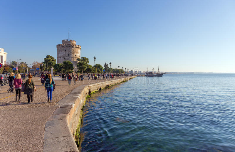 O passeio e a torre branca, Tessalónica, Grécia fotos de stock