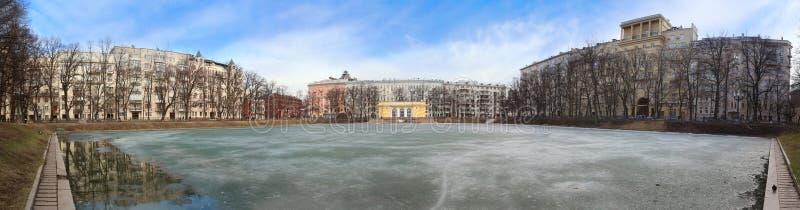 O patriarca Ponds o panorama, Moscou, Rússia foto de stock