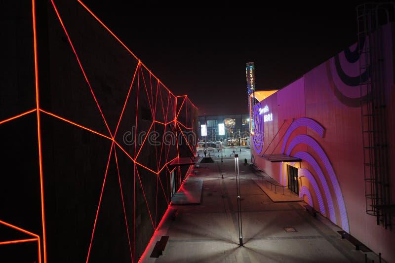 O pavilhão 2010 da expo do mundo de Shanghai entre o corredor fotos de stock royalty free
