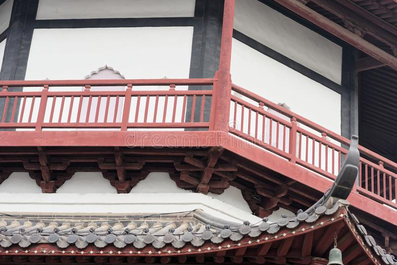 O pavilhão do estilo da torre do tijolo - torre típica de Jiangnan Shengjin do chinês fotos de stock