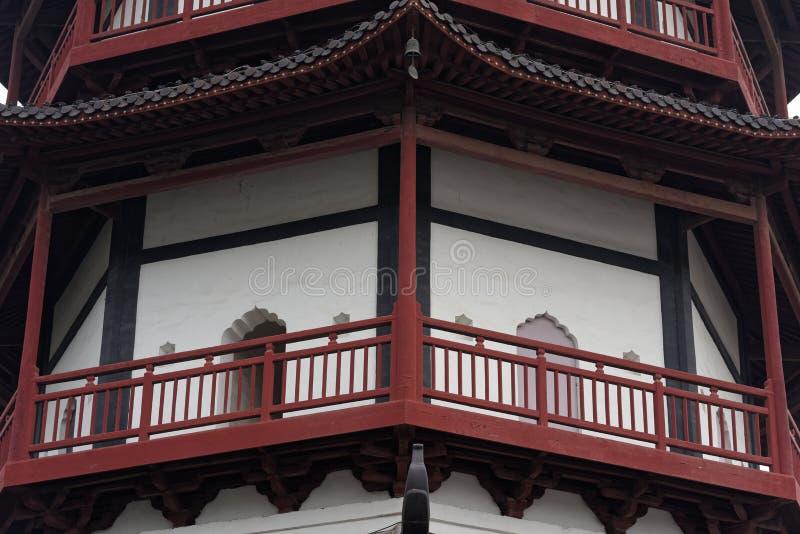 O pavilhão do estilo da torre do tijolo - torre típica de Jiangnan Shengjin do chinês imagens de stock royalty free