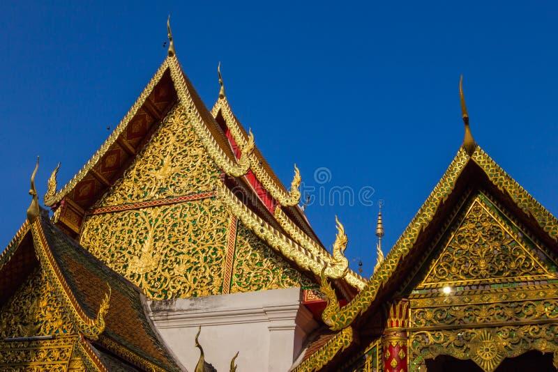 O pavilhão dourado tailandês, artes tailandesas. imagem de stock