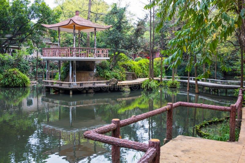 O pavilhão no jardim 3 da orquídea foto de stock
