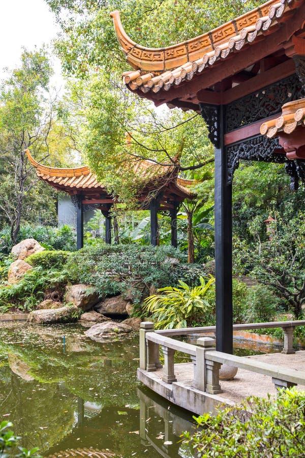 O pavilhão no jardim 2 da orquídea foto de stock