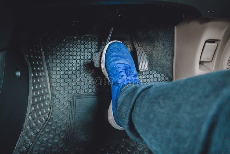 O pedal de freio do pedal de gás fotografia de stock