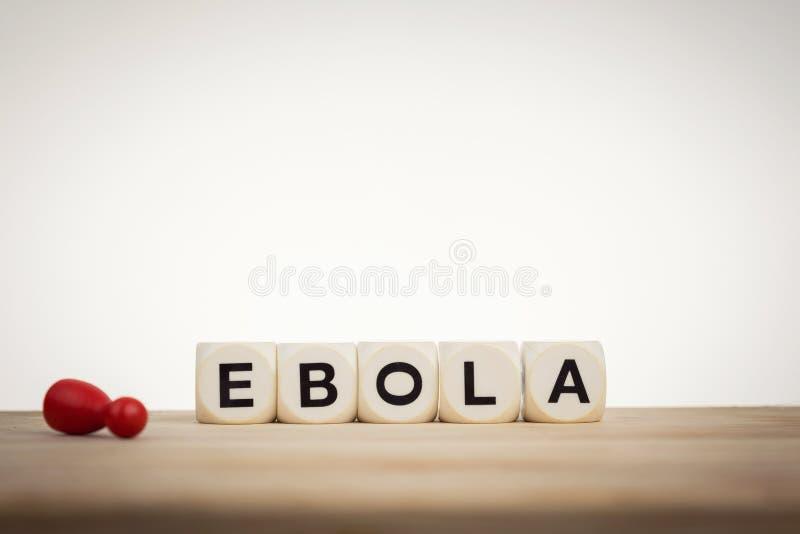 O penhor inoperante ao lado da palavra Ebola soletrou por dados do brinquedo imagens de stock