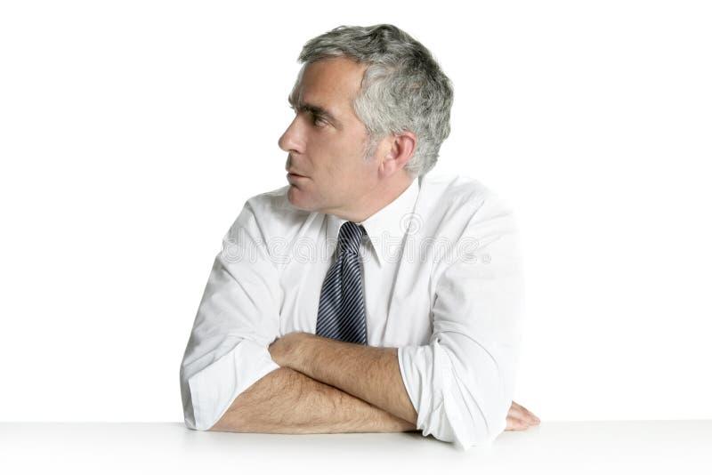 O perfil sênior do homem de negócios relaxado senta o retrato imagem de stock