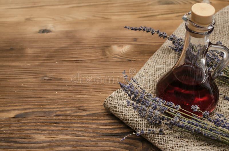 O perforatum erval de Medicine Conceito da medicina alternativa Ingridients naturais orgânicos secos fotos de stock royalty free