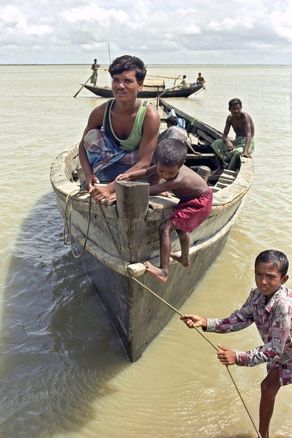 O pescador bengali tem o problema que amarra pelo ponto alto imagens de stock