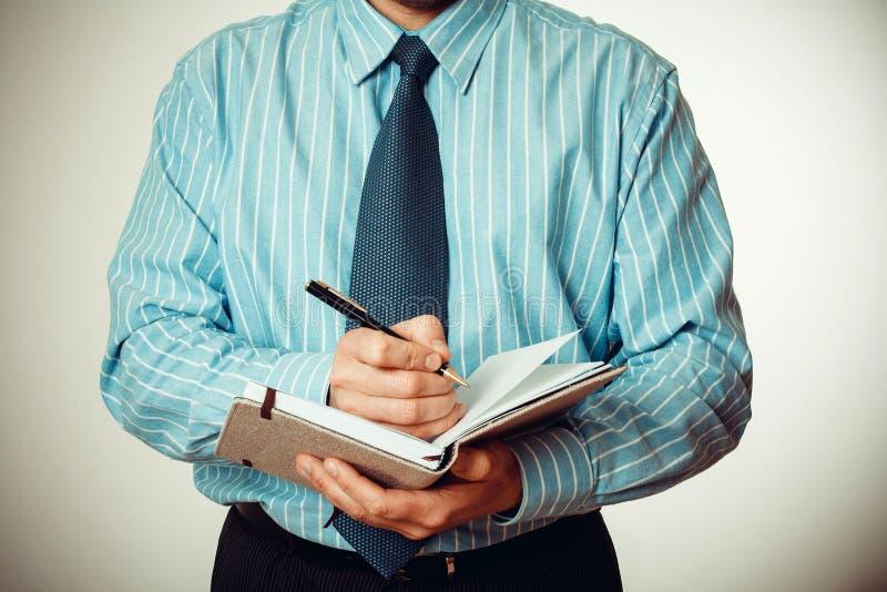 O pessoal de escritório escreve notas no diário imagens de stock