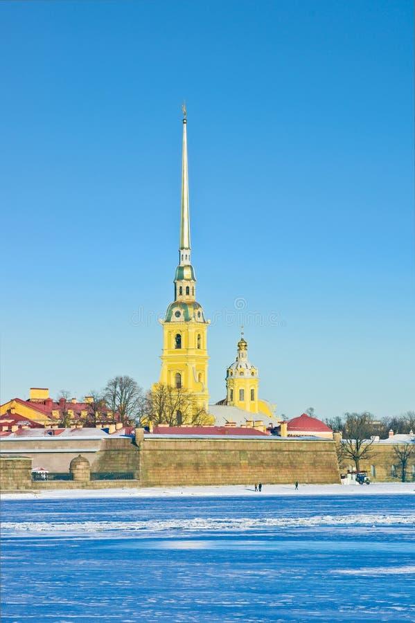 O Peter e o Paul Cathedral no inverno fotografia de stock