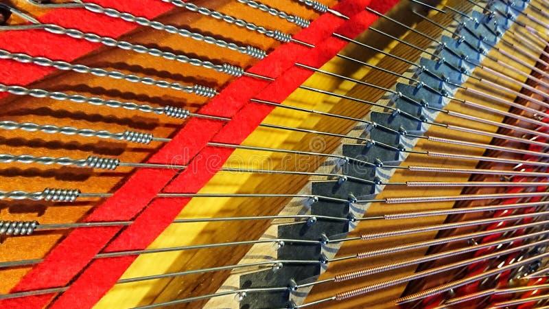 O piano de cauda amarra o close up na cor fotografia de stock