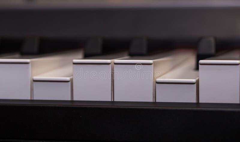 o piano fecha o close-up, instrumento musical fotografia de stock
