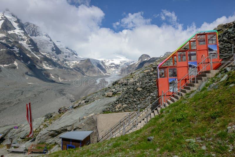 O pico de Grossglockner com a geleira de Pasterze em Áustria fotos de stock royalty free
