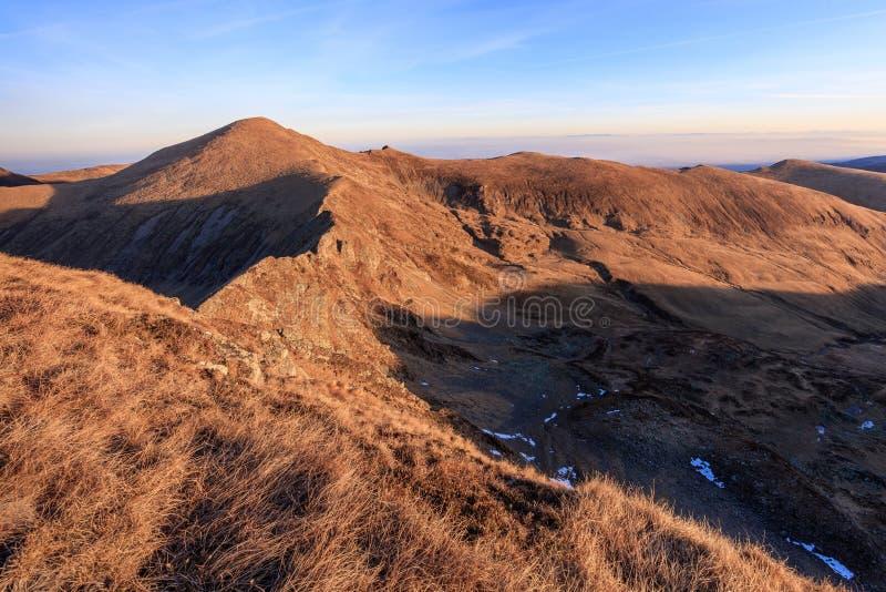 O pico de Urlea em montanhas de Fagaras fotos de stock