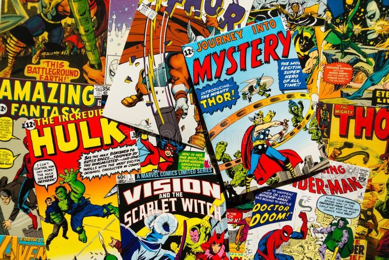 O plano cômico da opinião superior das capas de revista do vintage colorido coloca a composição foto de stock royalty free