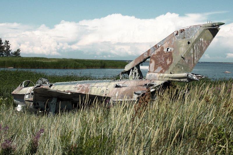 o plano da guerra deixou de funcionar na costa do mar diversos anos há e mentiras em dunas foto de stock royalty free