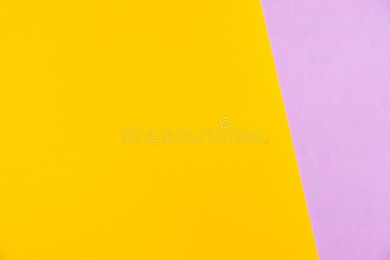 O plano do papel colorido da cor pastel coloca a vista superior, textura do fundo, rosa fotos de stock