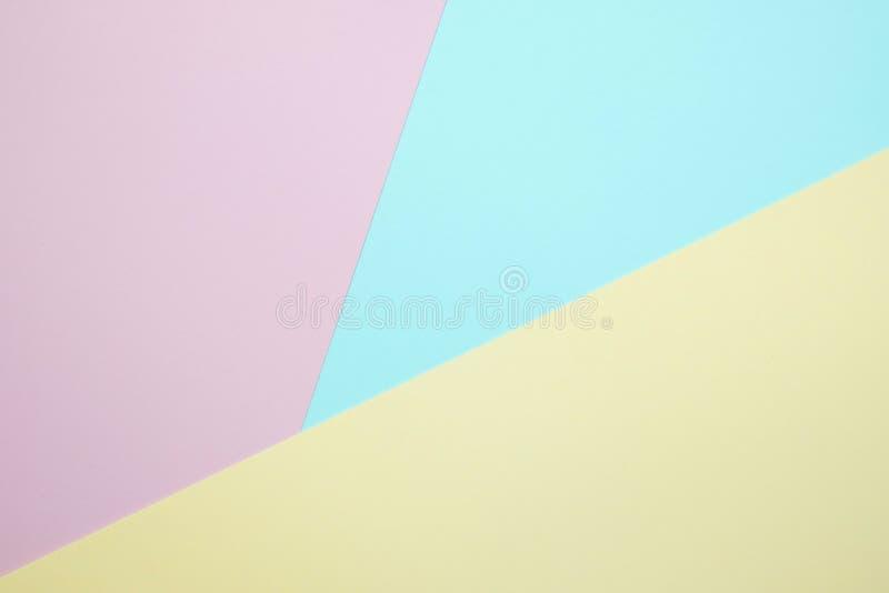 O plano elegante do papel colorido da cor pastel coloca a vista superior, b geométrico imagens de stock