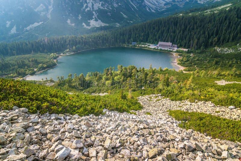 O pleso de Popradske, lago da montanha no parque nacional alto de Tatras foto de stock