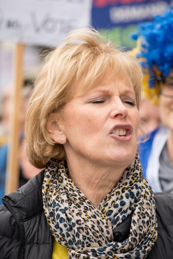 O PM de Anna Soubry 'pô-lo na demonstração do protesto aos povos ' imagem de stock