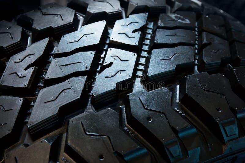 O pneu pisa a textura, fundo abstrato escuro fotografia de stock royalty free