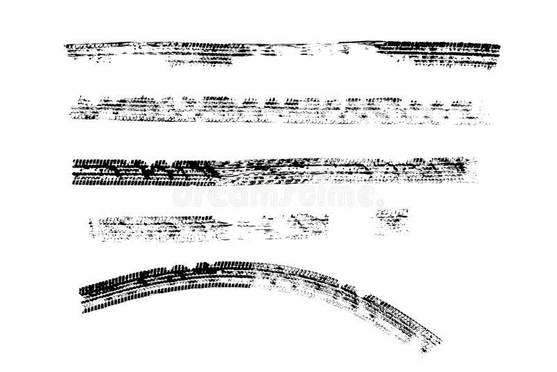 O pneu preto marca o isolado do teste padrão no fundo branco com trajeto de grampeamento, queimadura e textura do pneumático da r foto de stock royalty free