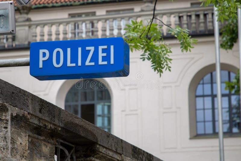 O polizei alemão da polícia assina dentro munich/Alemanha imagem de stock royalty free