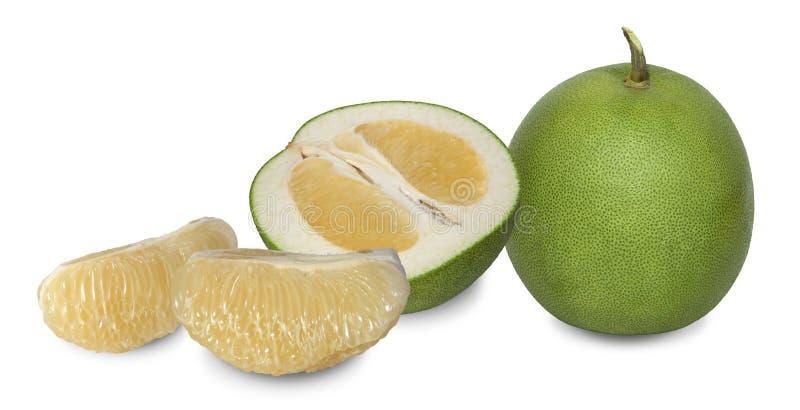 O Pomelo é uma planta na mesma família que laranjas com pele ondeada grossa fotografia de stock