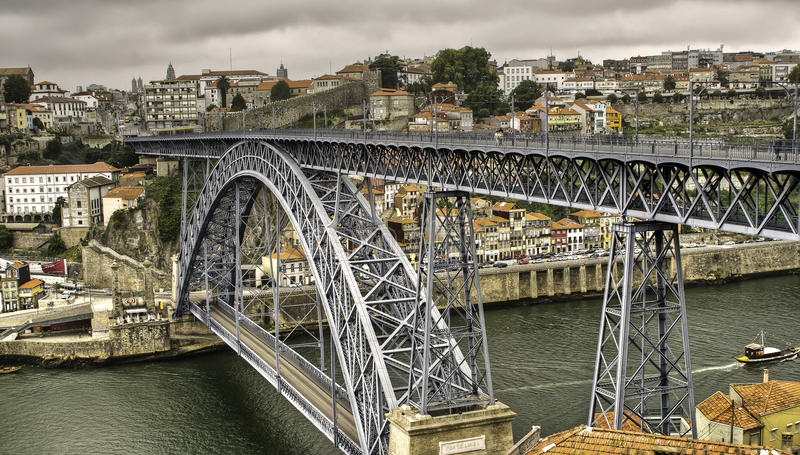 O Ponte famoso Luis 1 em Porto imagem de stock
