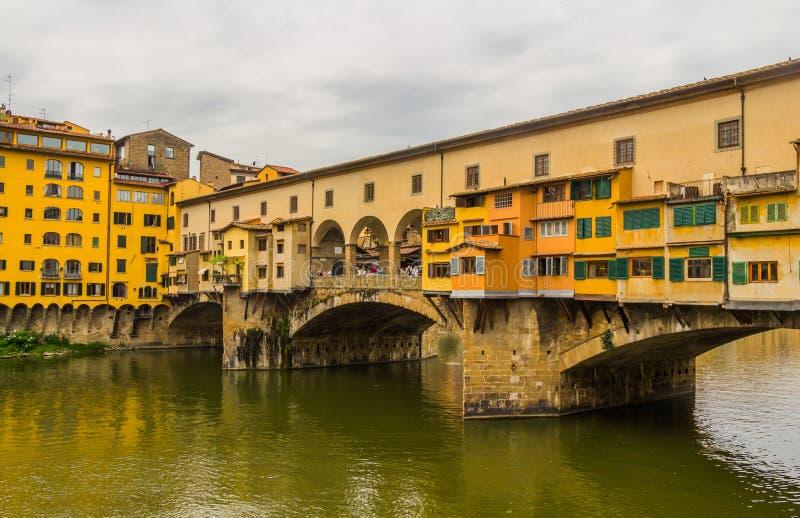 O Ponte Vecchio (ponte velha) em Florença, Itália imagens de stock royalty free