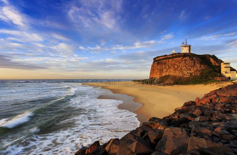 O ponto de Nobby na costa de Newcastle, Austrália imagem de stock royalty free