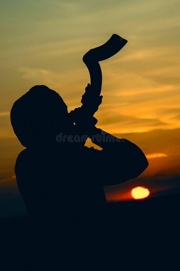 O por do sol do chifre do Shofar fotos de stock royalty free