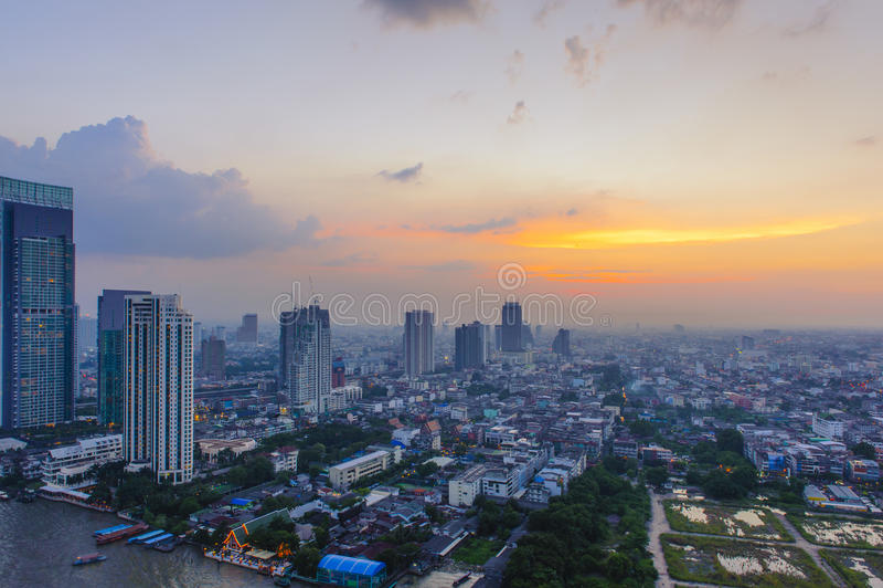 O por do sol da cidade de Banguecoque imagens de stock royalty free