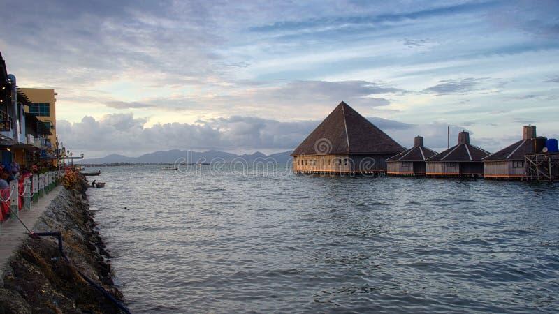O por do sol da ilha de Semporna, Sabah fotografia de stock royalty free