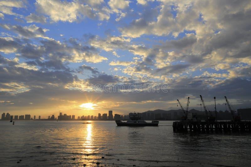 O por do sol do cais do tongyi foto de stock royalty free