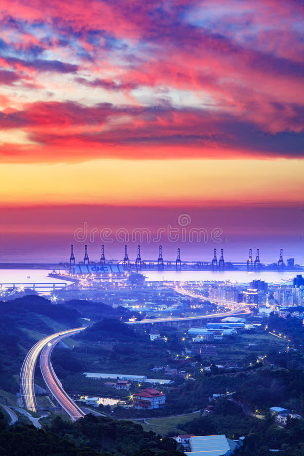 O por do sol do porto de Taipei, Taiwan fotografia de stock royalty free