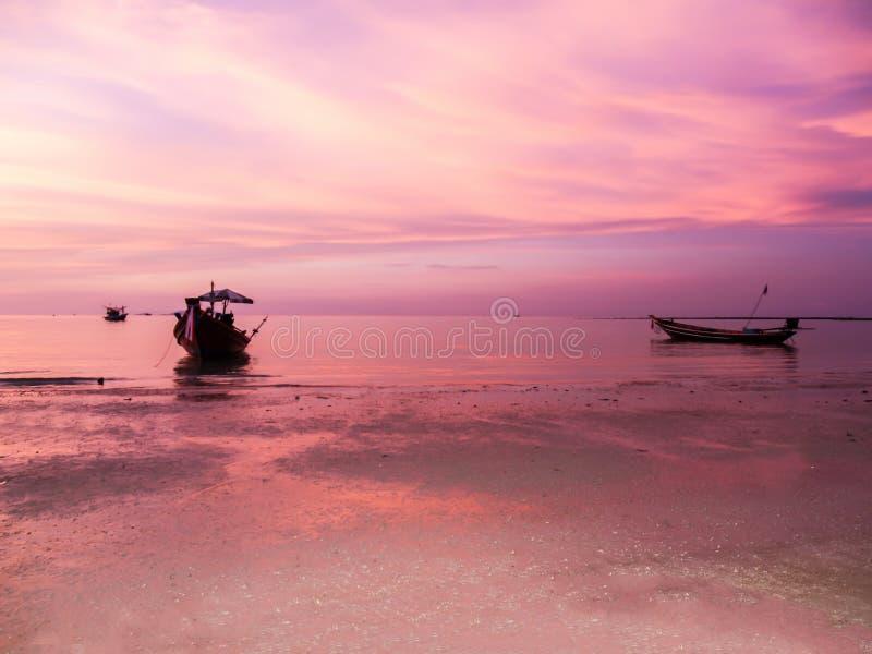 O por do sol e encalha um bonito em Koh Phangan, Surat Thani, thaila fotografia de stock royalty free