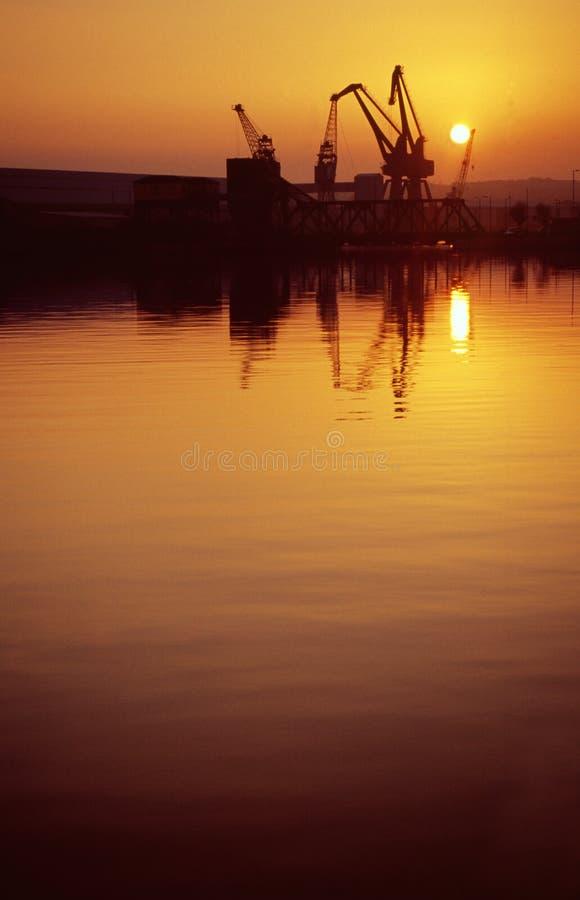 O por do sol entra Birkenhead fotos de stock royalty free