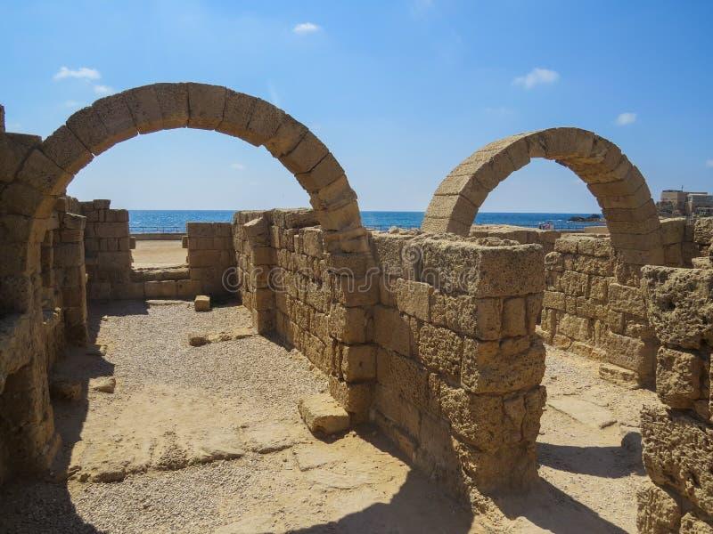 O porto antigo em Caesarea imagens de stock royalty free