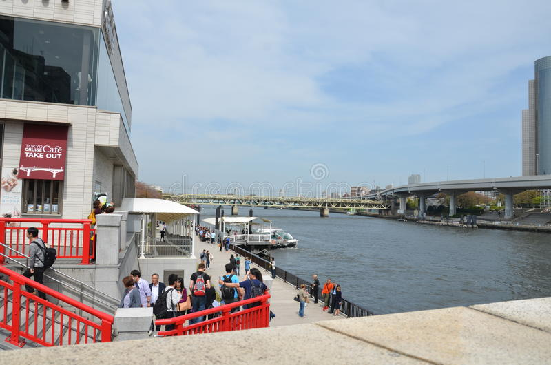 O porto ao cruzeiro Sumidagawa do rio de Sumida imagem de stock royalty free