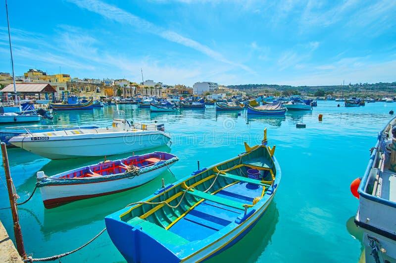 O porto da baía de Marsaxlokk da manhã imagem de stock royalty free