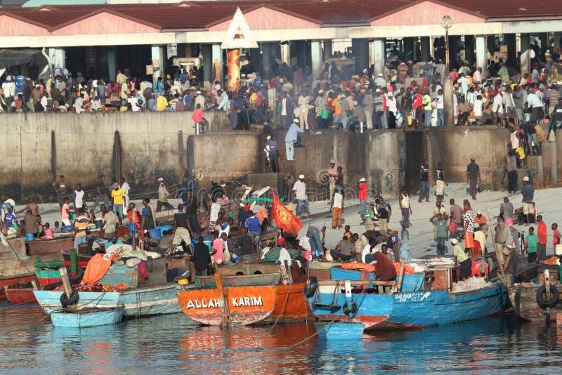 O porto de Dar es Salaam em Tanzânia imagens de stock