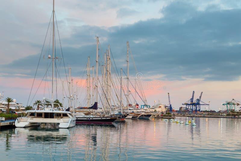 O porto de Valência na Espanha imagens de stock