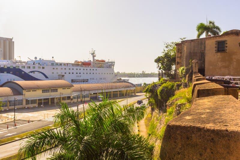 O porto na cidade imagens de stock