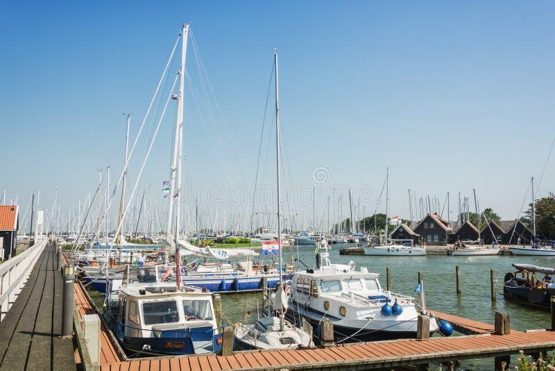 O porto na cidade do Frisian de Hindeloopen nos Países Baixos fotos de stock